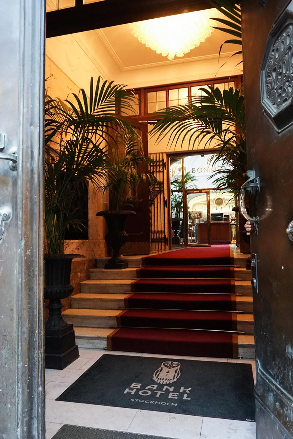 Bank Hotel 1