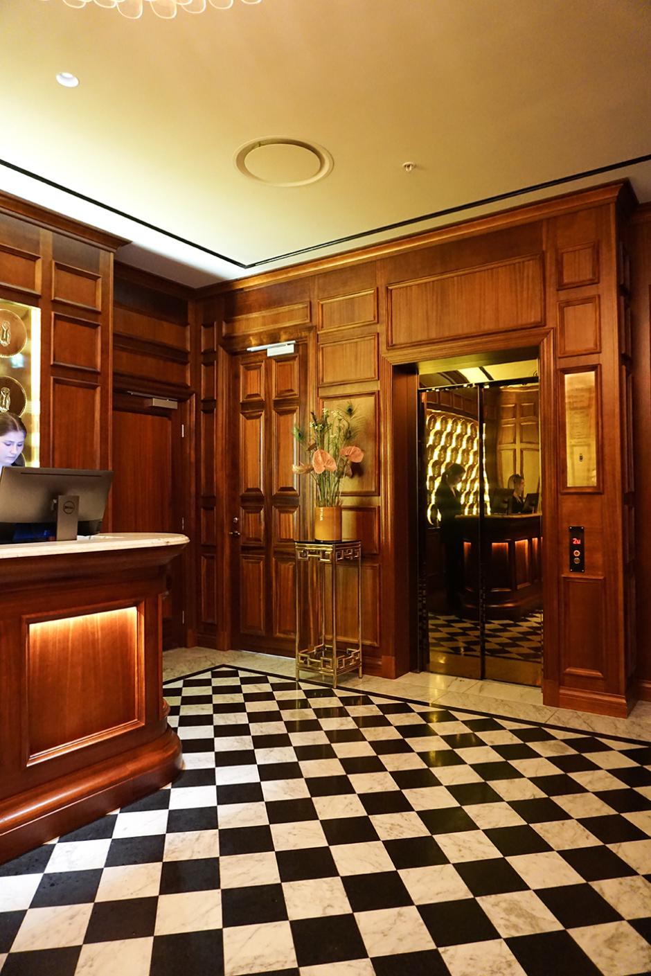 Bank Hotel 5